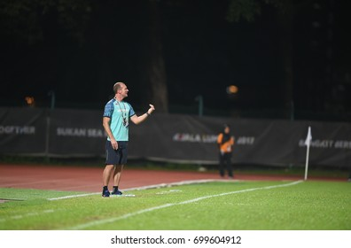 Shah alam-MALAYSIA-20aug,2017:Spencer prior head coach of thailand in action during seagames2017 between woman thailand national team and mayleysia at UITM Stadium,Malaysia