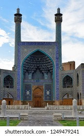 The Shah Mosque also known as Masjed-e Jadid-e Abbasi Mosque the one of the architectural masterpieces of Iranian, lokated on the Naghsh-e Jahan Square, Isfahan, Iran.