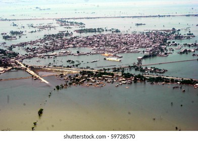 SHAHDADKOT, PAKISTAN - AUG 21: An aerial view of flood affected areas in Kamber- Shahdadkot is shown on August 21, 2010 in Shahdadkot, Pakistan. (Jamal Dawoodpoto/PPI Images)