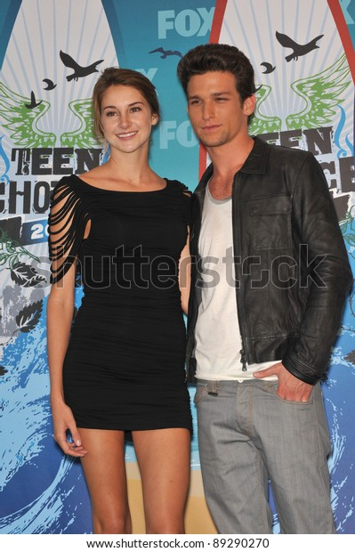Shailene Woodley Daren Kagasoff 2010 Teen Stock Photo Edit Now 89290270 Here's what they had to say! https www shutterstock com image photo shailene woodley daren kagasoff 2010 teen 89290270