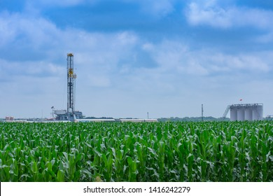 Shale Drilling Rig In Texas Eagle Ford Basin