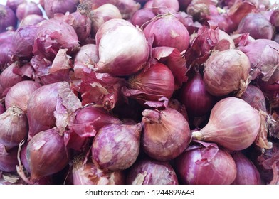 Shallots are strong vegetables. Cooked to a variety. Shallots are red.