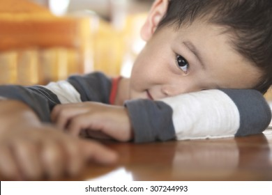 Shallow DOF closeup on an eye of boy in toddler age playing peekaboo over wooden table