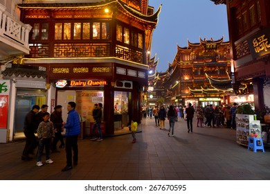 SHANGHAI, CN - MAR 16 2015:Yuyuan Tourist Mart in Shanghai, China.It is an important cultural asset and a traditional sightseeing spot in Shanghai, boasting the most beauty in the southeast.