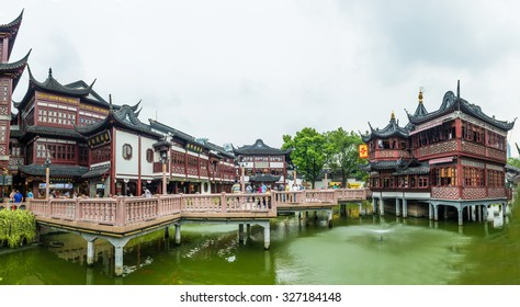 SHANGHAI, CN - SEPTEMBER 25 2015:Yuyuan Tourist Mart in Shanghai, China.It is an important cultural asset and a traditional sightseeing spot in Shanghai, boasting the most beauty in the southeast.