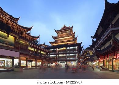 Shanghai Yuyuan Garden shopping mall night
