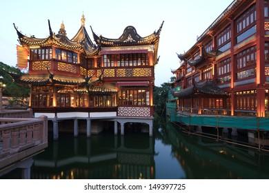 Shanghai Yuyuan night