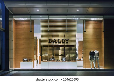 SHANGHAI-AUG. 25. Bally outlet at night. It expects double-digit sales growth in China continues coming years, Bally has 51 stores and seven outlets in 30 cities around China. Shanghai, Aug. 25, 2009
