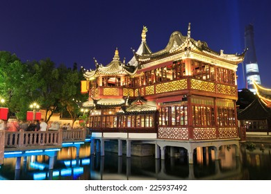 shanghai's famous traditional architecture of yuyuan garden at night