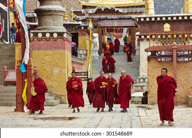 SHANGRILA, CHINA - ?pril, 2015. Monks of Songzanlin Monastery  is the largest Tibetan Buddhist monastery in Shangrila (Zongdian) , Yunnan province, China near from  the Tibetan Autonomous Prefecture.