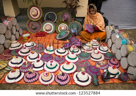 697f8de7e8a SHANTINIKETAN INDIA DECEMBER 25 Indian Craftswoman Stock Photo (Edit ...