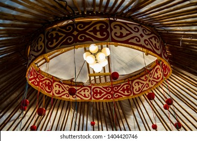 Shanyrak, tundyuk, toono - a constructive element crowning the dome of the yurt in the form of a trellis cross, inscribed in a circle.