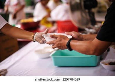 Sharing of food from volunteer hands to homeless people : The concept of feeding