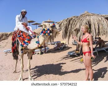 Bikini blonde camel