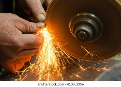 sharpening tool, sharpening chain saws, sparks, machine grinder