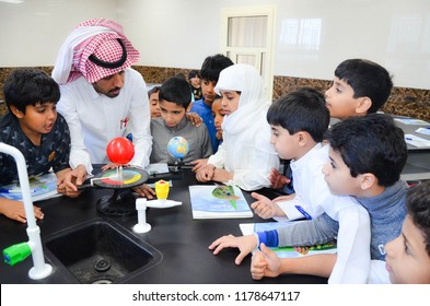 sharurah , saudi arabia, February 18, 2018 at 9:01 AM A group of students with their teacher within the Science Lab