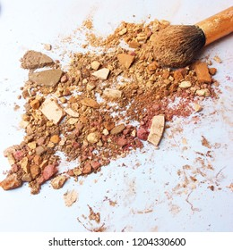 The shattered into powder, flour Scattered on a white background Makeup Brush.