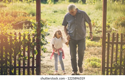 She enjoys talking to her grandfather. Grandfather and granddaughter on failed. Copy space.