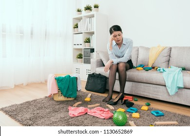 she feels frustration to see the messy home back from work