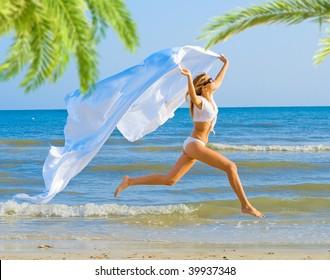 She Runs under the Palms