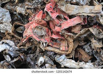 Shear scrap is cutting from metal plates and components, car body parts and similar light- to medium weight scrap.