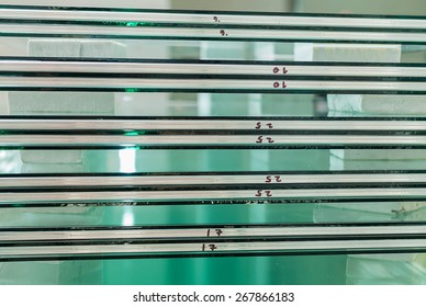 Sheets of Factory manufacturing tempered clear float glass panels cut to size