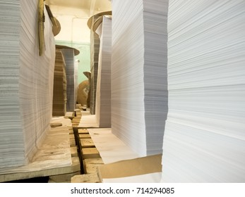 Sheets of sliced lined paper for the production of notebooks.