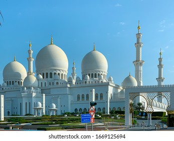Sheikh Zayed Grand Mosque in Abu Dhabi, exterior view during the sunset located at the capital city of United Arab Emirates. The beautiful and largest mosque in Middle East.