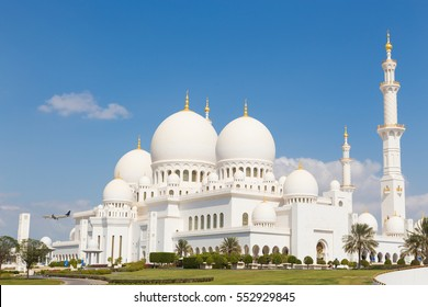 Sheikh Zayed Grand Mosque in Abu Dhabi, United Arab Emirates.