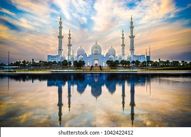 Sheikh Zayed Grand Mosque and Reflection in Fountain at Sunset - Abu Dhabi, United Arab Emirates (UAE)