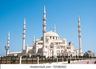 Sheikh Zayed Mosque in Fujairah , United Arab Emirates. The mosque was built in 2015 and is the second largest in the UAE.