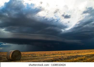 Shelf cloud, leading edge of thunderstorm.