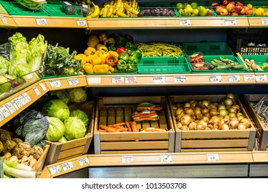 A shelves of fruits and vegetales