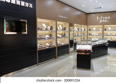 SHENZHEN, CHINA-APRIL 13: shopping center in ShenZhen on April 13, 2014 in Shenzhen, China. ShenZhen is regarded as one of the most successful Special Economic Zones.