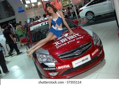 SHENZHEN - JUNE 14: Shenzhen-Hong Kong-Macao Auto Show, model presents Hyundai on June 14, 2010 in Shenzhen.