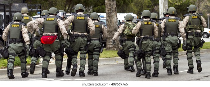 Sheriff deputies in riot gear responding to an incident.
