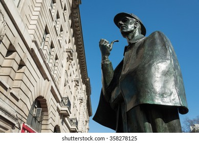 Sherlock Holmes statue outside Baker Street underground station, London, England, UK