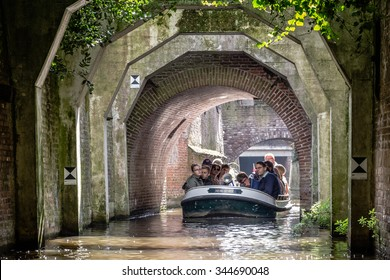 's-HERTOGENBOSCH, NETHERLANDS  - AUGUST 28, 2015: Tourist  on the canals of 's-Hertogebosch in the Netherlands