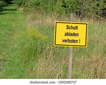 "Shield with the imprint ""Schutt abladen verboten"", translation ""Dumping debris is prohibited"""