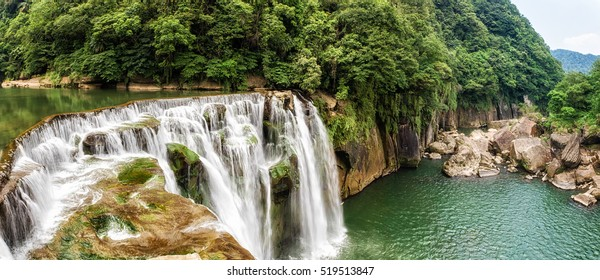 Shifen waterfall scenery, Shifen Waterfall is a scenic waterfall located in Pingxi District, New Taipei City, Taiwan, on the upper reaches of the Keelung River.