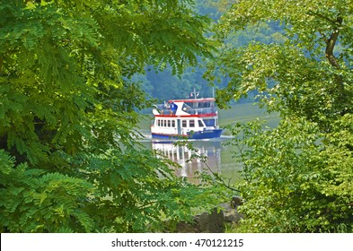 Ship between trees