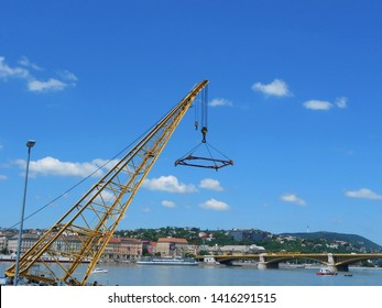 Ship crane to lift a tourist boat sunk into the Danube/Budapest boat accident