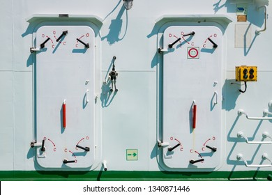 Ship equipment and facilities. Watertight hatch doors.