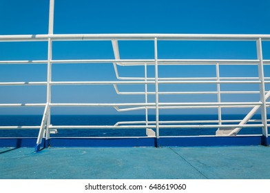 A ship's manifold, in a symmetry with the sea that cruises