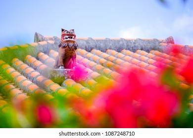 shisa on roof in okinawa
