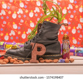 Shoe with hat on a sinterklaas background