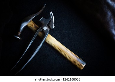 Shoe tool hammer and pincer