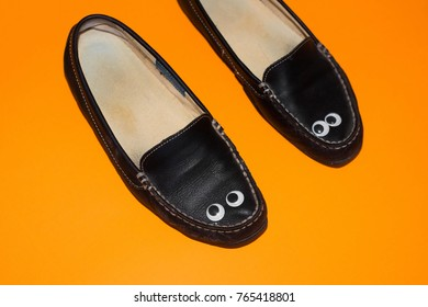 Shoes with eyes