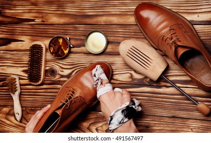 Shoes master polishing shoes with cloth (bull shoes)(Glacage).shoes shining.top view