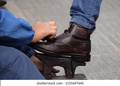 Shoeshine in Mendoza
